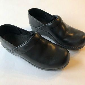 Dansko Black Leather Clogs Size 9 EU 39
